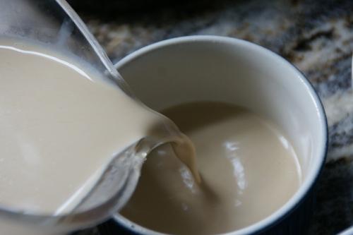 Distribute the hot cream equally among the ramekins